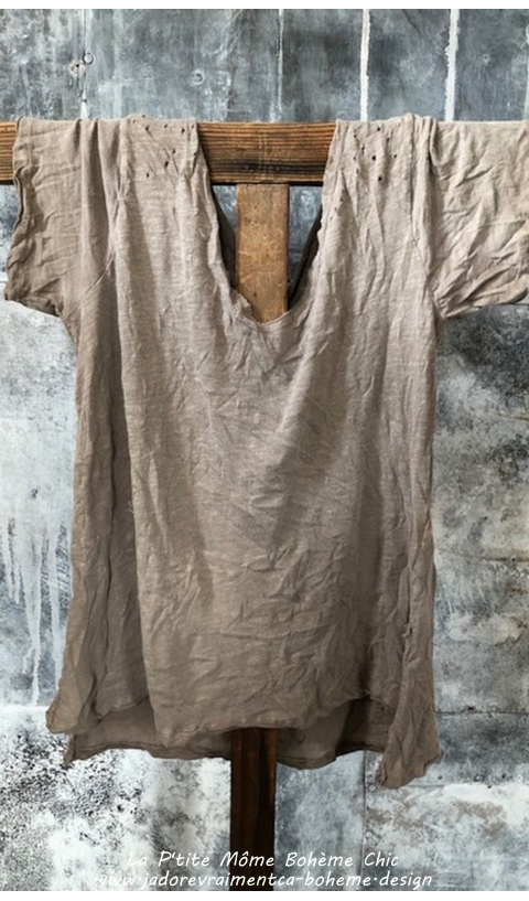 Venice Tee Shirt In Clay, V Collar
