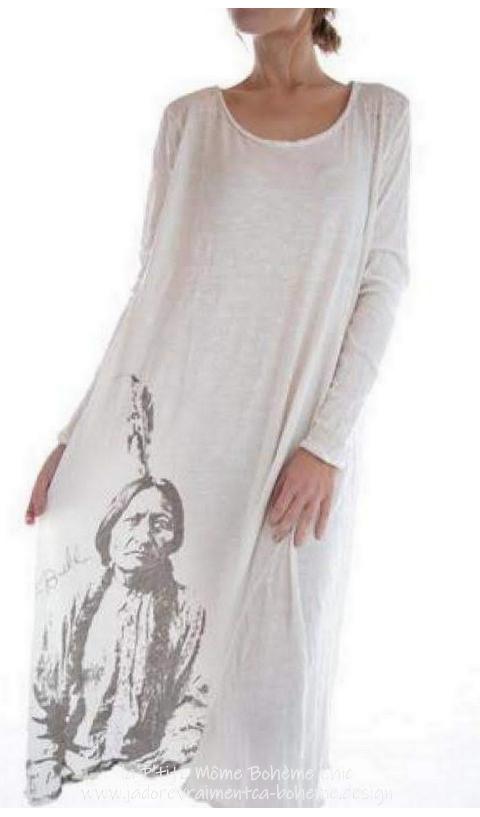 Sitting Bull en Robe Tee-shirt Blanc