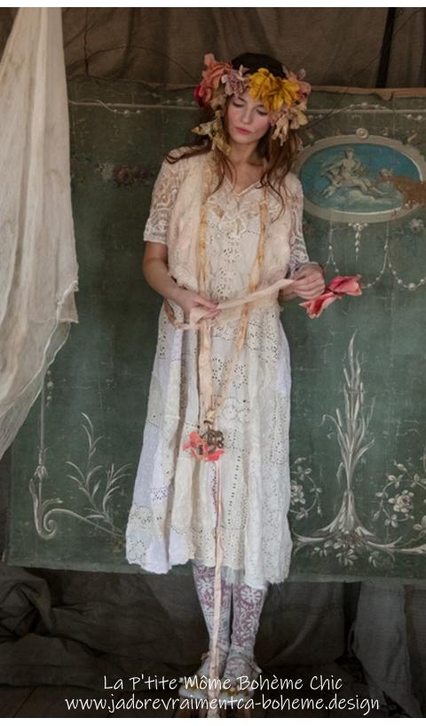 Lilian Robe à Fines Bretelles Entièrement En Dentelle Antique White