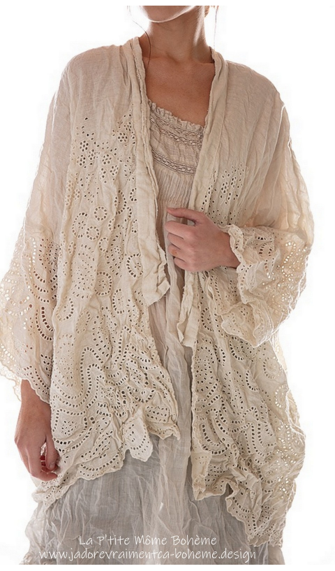 CLEO Short Embroidered Kimono With Lace Love This Beautiful Wear