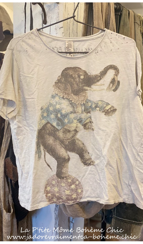 BALANCING ACT T-Shirt En Moonlight Block Print  Coupe New Boyfriend