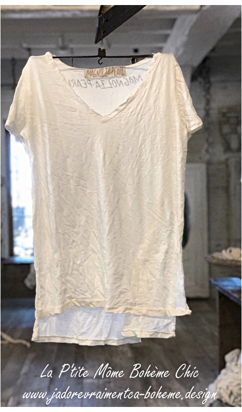 Venice Tee Shirt In True, V Collar