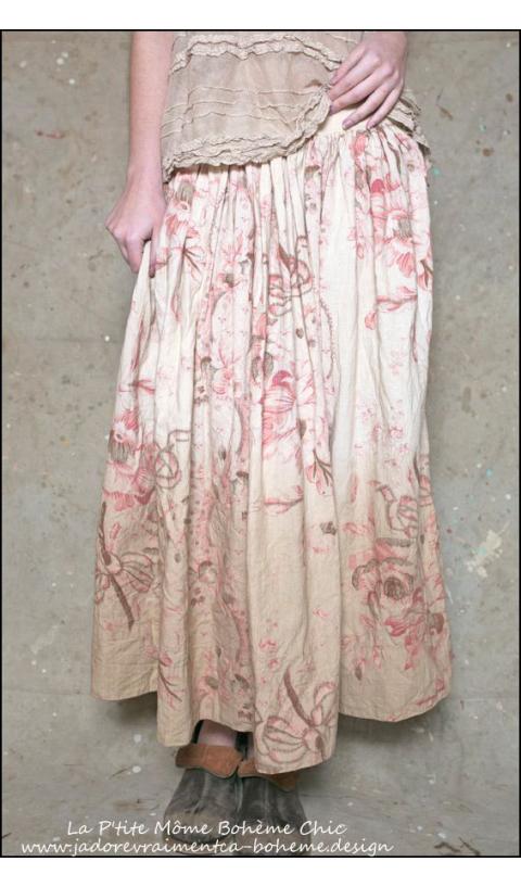 Sublime Jupe Idella....Fleurs sur Fond beige rosé
