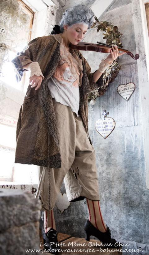 Alix...Une Robe Ou En Redingote...à Patch...Encore Une Merveille