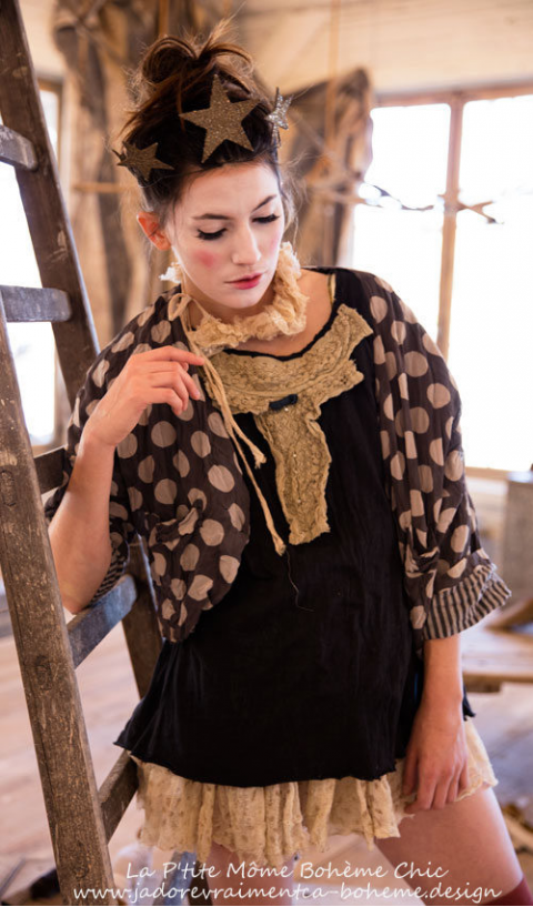 Tee Roarke  with Jabot in Lace & Tulle*Love this