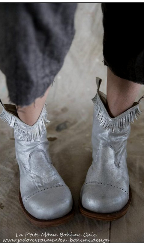 Fringes Boots in Silver Leather....We Love them